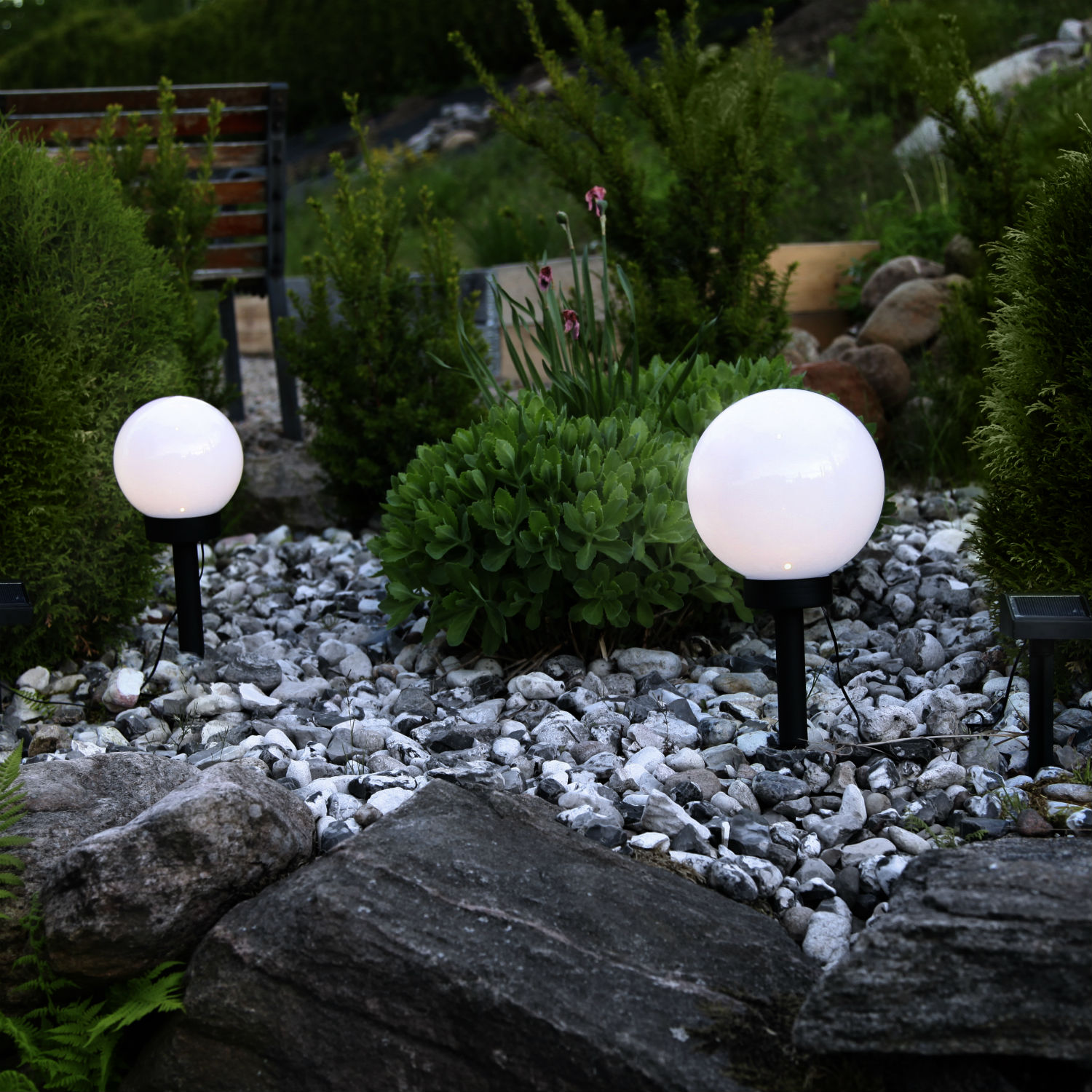 Awesome eclairage exterieur lampe jardin photos design for Lampe eclairage jardin