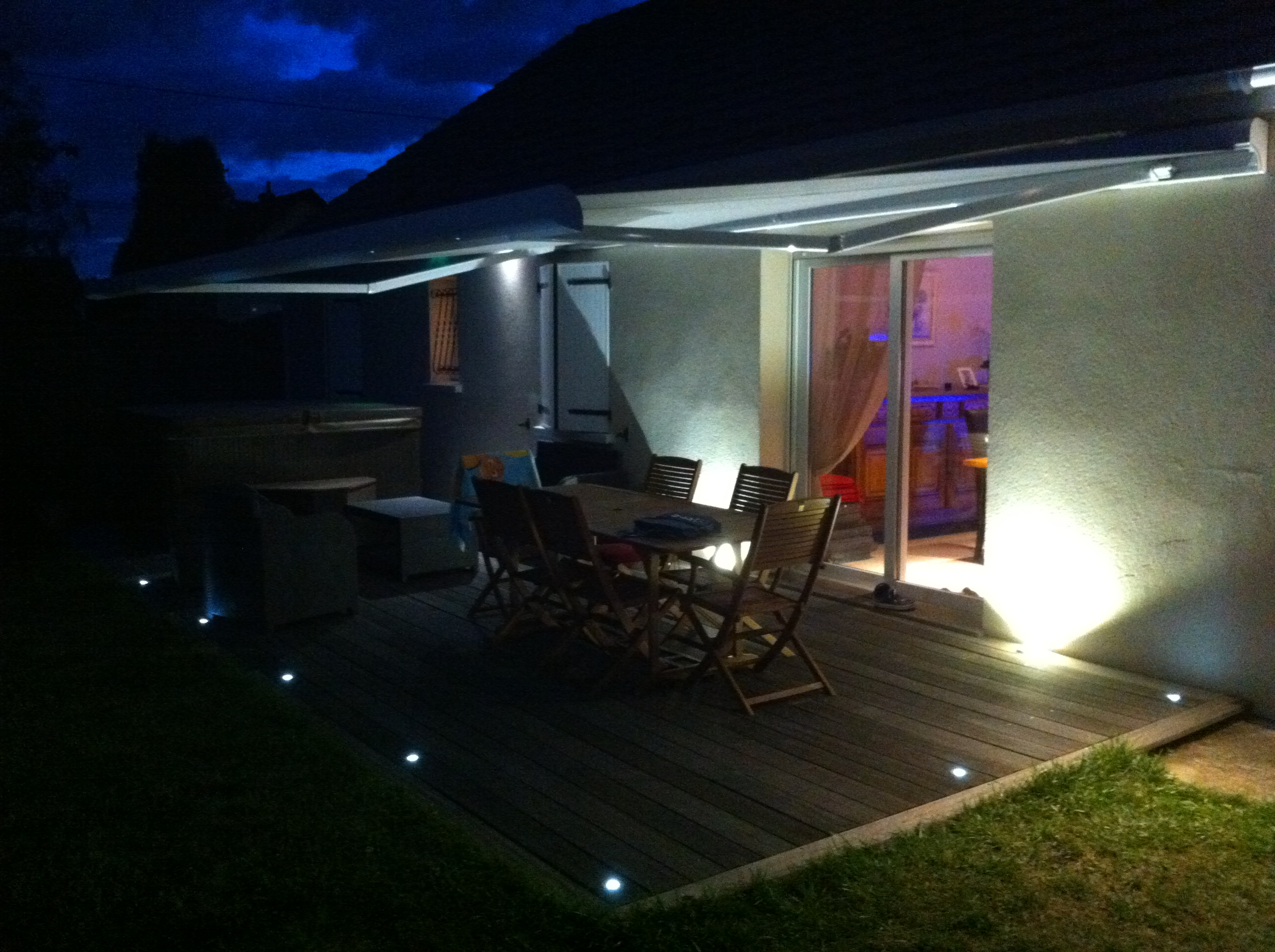Clairage terrasse led eclairage ext rieur for Luminaire exterieur terrasse design